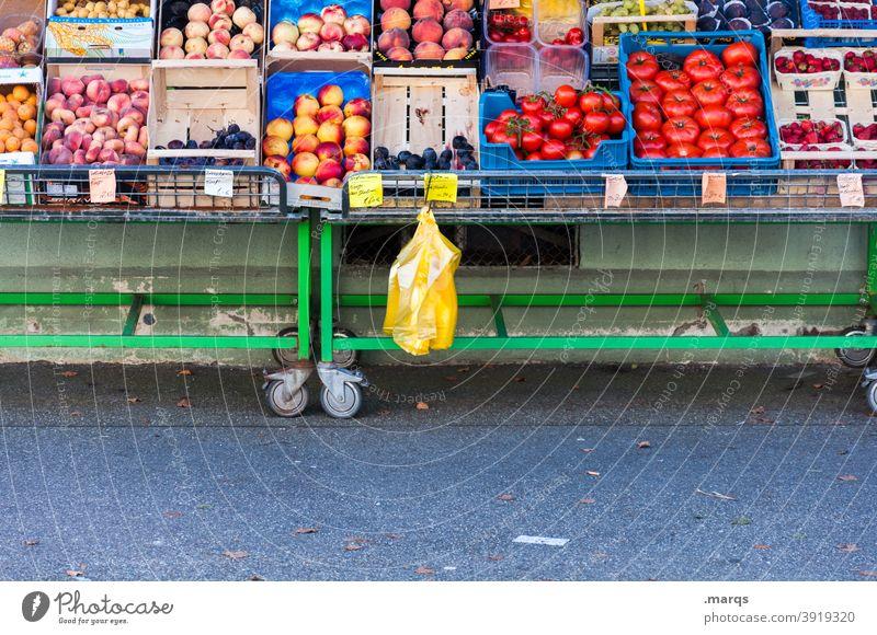 Obst- und Gemüsestand Obst- oder Gemüsestand Marktstand Ernährung Bioprodukte Lebensmittel frisch Wochenmarkt Gemüsemarkt Gesundheit Gesunde Ernährung