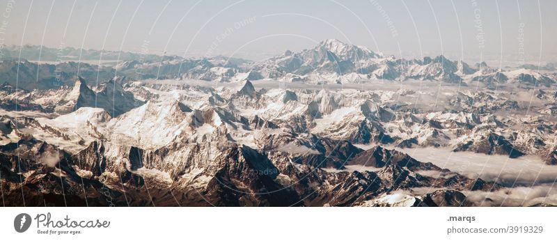 Alpenpanorama Berge u. Gebirge Schnee Schneebedeckte Gipfel Panorama (Bildformat) Wolkenloser Himmel alpin Umwelt Freiheit Ferne kalt Aussicht
