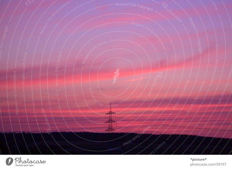 Nachttraum Dämmerung Ferne Elektrizität Horizont violett magenta Strommast Sonnenuntergang Himmel Schatten Abend mehrfarbig