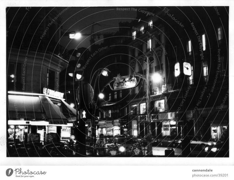 Paris bei Nacht Paris Métro Straßencafé Frankreich Europa 1995 Schwarzweißfoto