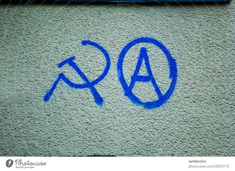 Hammer, Sichel, Anarchie aussage botschaft farbe gesprayt grafitti grafitto illustration kunst mauer message nachricht parole politik sachbeschädigung schrift