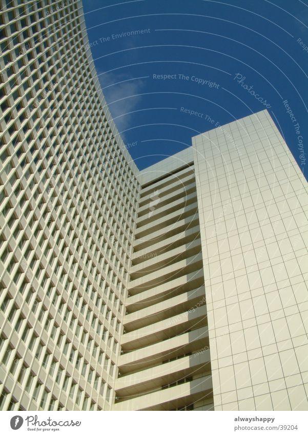 Hochhaus Futurismus Zukunft weiß kalt trist Fenster Architektur Hamburg Altona Himmel blau Fortschritt modern Einsamkeit