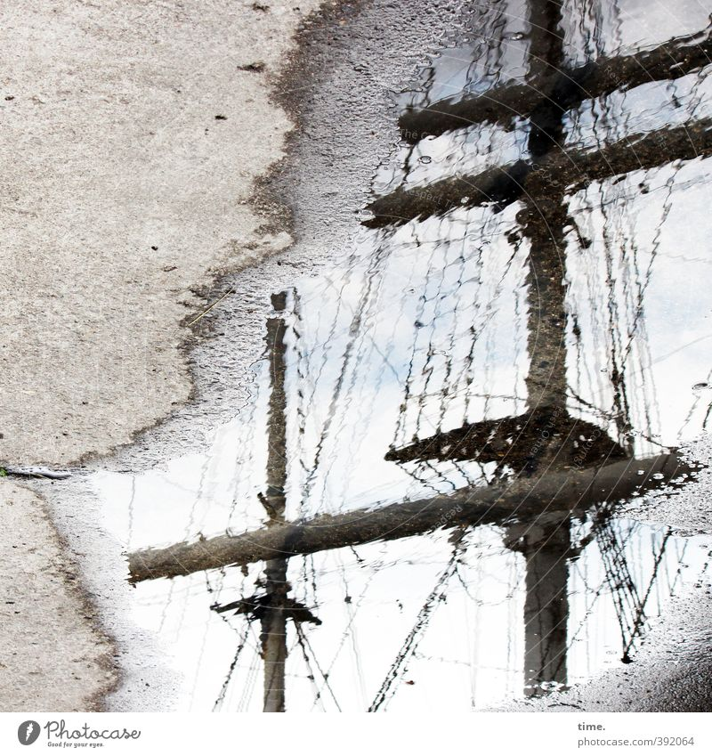 Landgang Wasser Himmel Wolken Pfütze Verkehr Verkehrsmittel Wege & Pfade Betonboden betoniert Schifffahrt Segelschiff Hafen Seil Mast Takelage Sehnsucht Heimweh