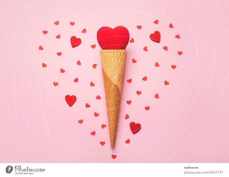 Happy Valentine's Day.Red Herz in Eis cone.Valentine Tag Konzept Valentinstag Liebe Valentinshintergrund lieblich Ich liebe dich Valentinsgruß Eistüte