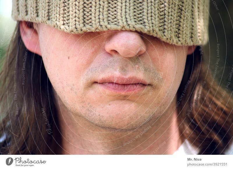 unerkannt bekannt Gesicht Mütze Kopf Gesichtsausdruck Porträt Wollmütze Stil Lifestyle Mann Mund Lippen Nase inkognito vermummt verdeckt Rasur Kinn Haut blind