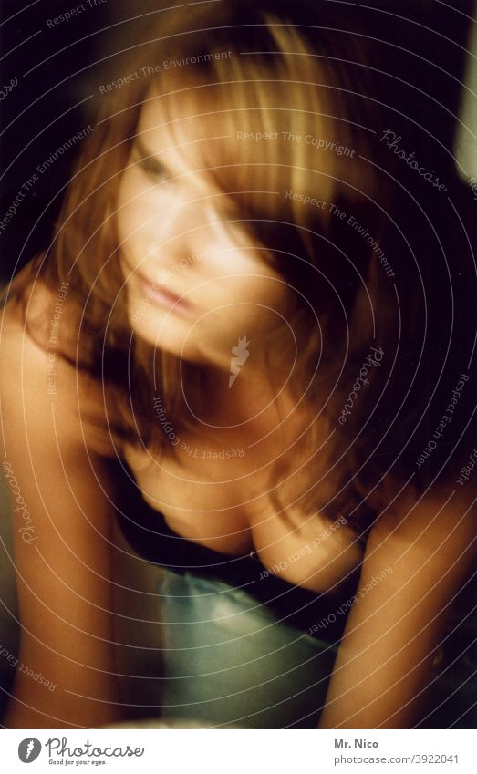 scharfe unschärfe Frau feminin Haare & Frisuren Haut Dekolleté Brust Unschärfe Erotik Oberkörper schön Wohlgefühl Leben sinnlich erotisch Sehnsucht Schönheit