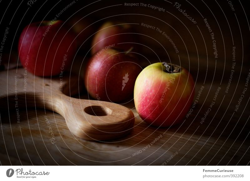 Erleuchtet. Gesunde Ernährung Holz Gesundheit hell Lebensmittel Frucht Speise Foodfotografie süß Küche erleuchten Apfel Frühstück Bioprodukte Holzbrett