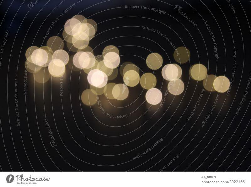 Licht im Dunkeln blurred Dots Punkt dots Unschärfe Reflexion & Spiegelung Lichterscheinung Lichtpunkt Lichtfleck hell lights leuchten dunkel Nacht Lichtschein