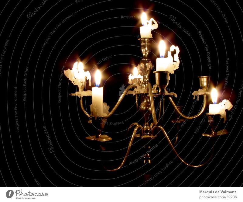 kurz vor dunkel #1 alt Wärme Stimmung Beleuchtung glänzend Wassertropfen Kerze Physik Häusliches Leben Innenarchitektur Burg oder Schloss Möbel historisch silber bizarr