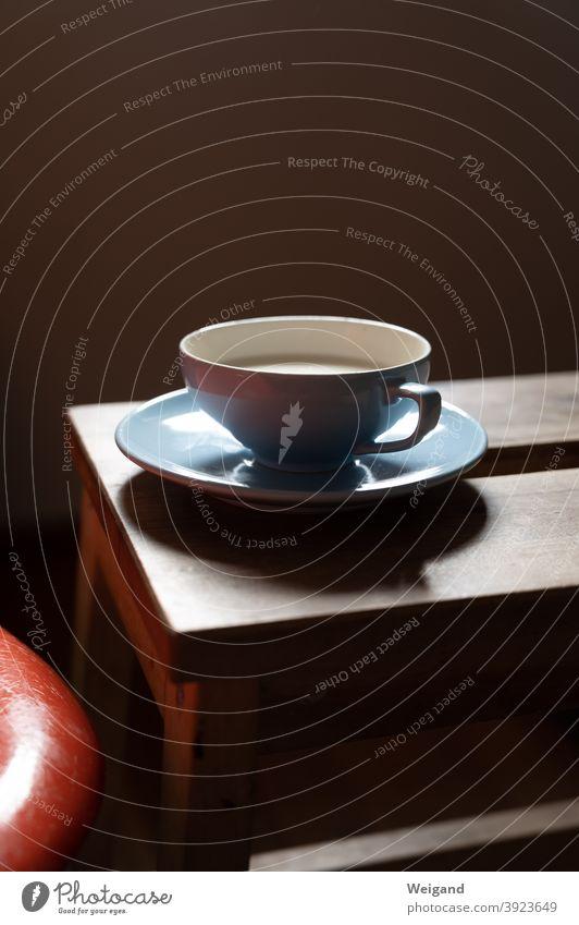 Tasse mit Milch Vintage Ruhe einfach Hocker blau Meditation Tee Pause Spiritualität fastenzeit