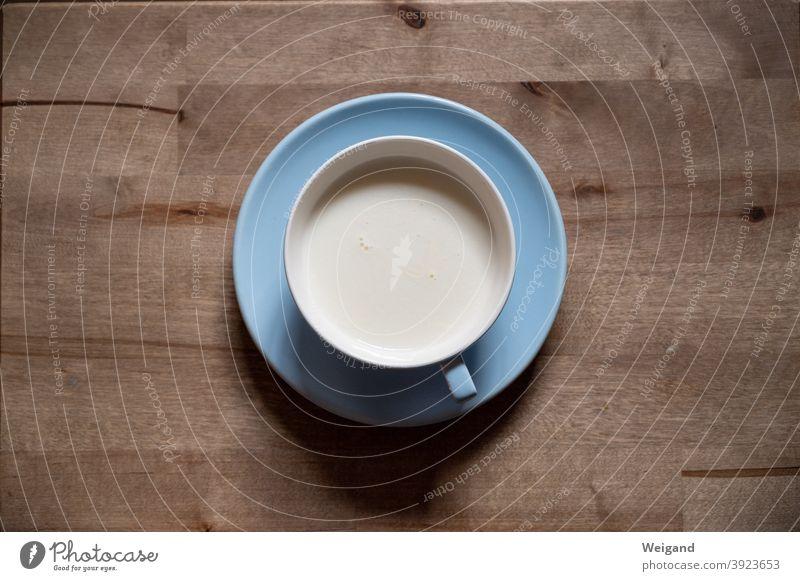 Milch in Tasse einfach weiß Milcherzeugnisse blau reduziert fastenzeit Wenig Pause laktosefrei