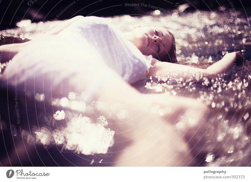 weary Mensch Frau Natur Jugendliche Wasser Sommer Einsamkeit Junge Frau Erwachsene 18-30 Jahre Leben Tod feminin Traurigkeit liegen Körper