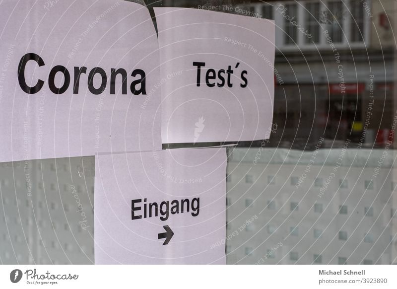 Wegweiser zu Corona-Testung auf Papier I corona thoughts Corona-Virus Pandemie COVID Coronavirus Infektionsgefahr Gesundheit Schutz Ansteckend coronavirus