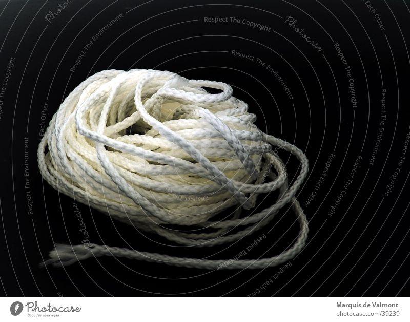 Nur der Anfang... Schnur Knäuel schwarz weiß Segeln Nylon Handwerk Seil Kontrast kunstfaser rope cord line contrast black white sailing sports bondage bdsm