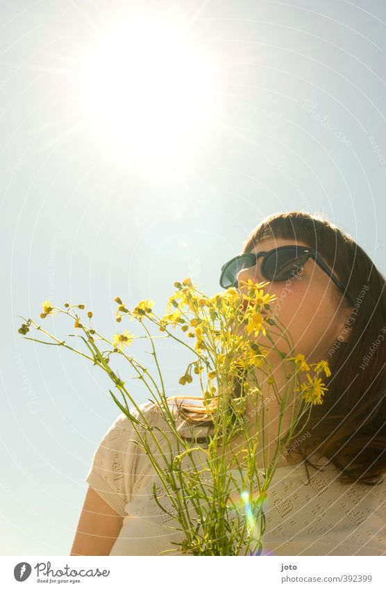 einatmen Leben harmonisch Wohlgefühl Zufriedenheit Erholung Duft Ferien & Urlaub & Reisen Freiheit Sommer Sommerurlaub Sonne feminin Junge Frau Jugendliche