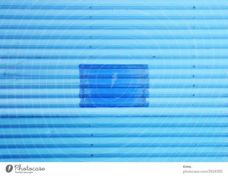 4eyes | Kunst und was die Sinne dafür halten wollen ist für die Seele | systemrelevant blau wellblech wand nieten färbung kunst geheimnis rätsel art