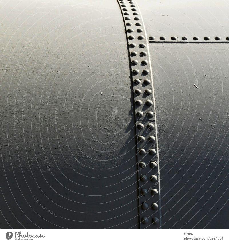4eyes | Metallika IV metall oberfläche eisen stahl sicherheit punkte muster struktur tank nieten behälter lager groß sonnig lichtverlauf schatten
