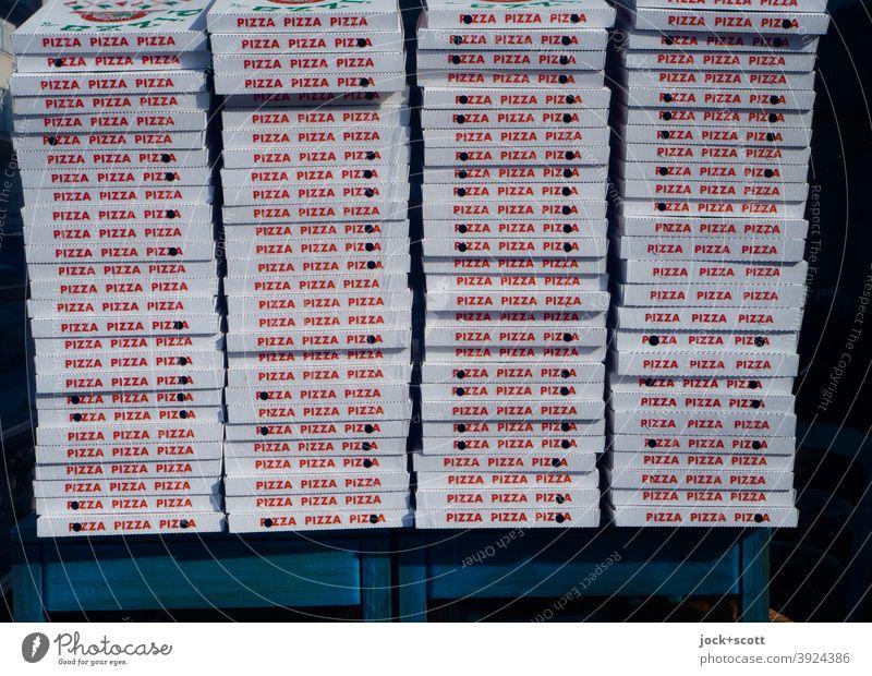 Pizza ist für alle da Italienische Küche Fastfood Schachteln Typographie viele Großbuchstaben gestapelt Lieferservice Selbstabholung Design Verpackungen