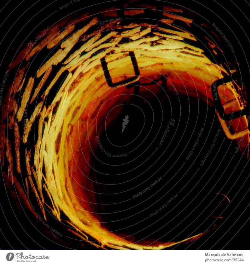 Samara´s Home Wasser dunkel Mauer bedrohlich Brunnen Backstein historisch tief Quelle Abwasserkanal Abstieg ungewiss Schacht Kletterhilfe