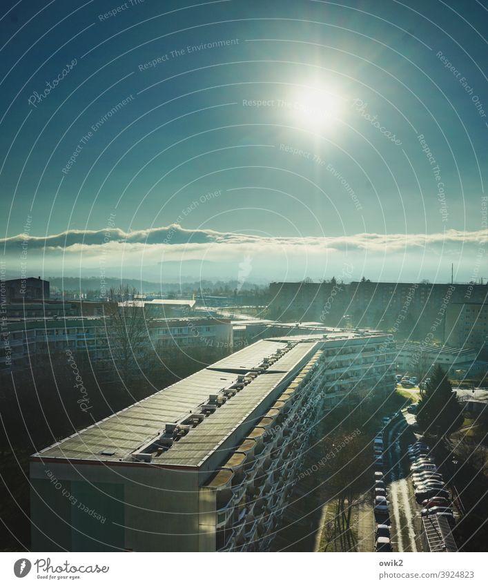 Sozialer Brennpunkt Vogelperspektive Panorama (Aussicht) Sonnenlicht Schatten Licht Dämmerung Abend Außenaufnahme Menschenleer Textfreiraum oben Farbfoto Ferne