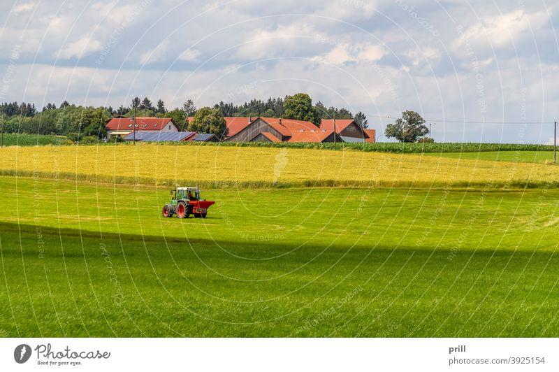 Agrarlandschaft bayerischer wald idyllisch Wiese Weide Sommer friedlich Gras landwirtschaftlich bauernhaus baum Landschaft Umweltschutz deutschland Niederbayern