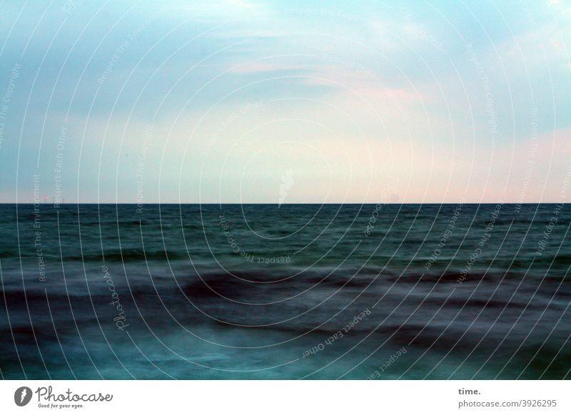 Wasser  Luft Raum Zeit wasser ostsee nass meer meeresoberfläche urlaub ferien unterwegs himmel horizont Langzeitbelichtung Farbenspiel Unschärfe Elemente