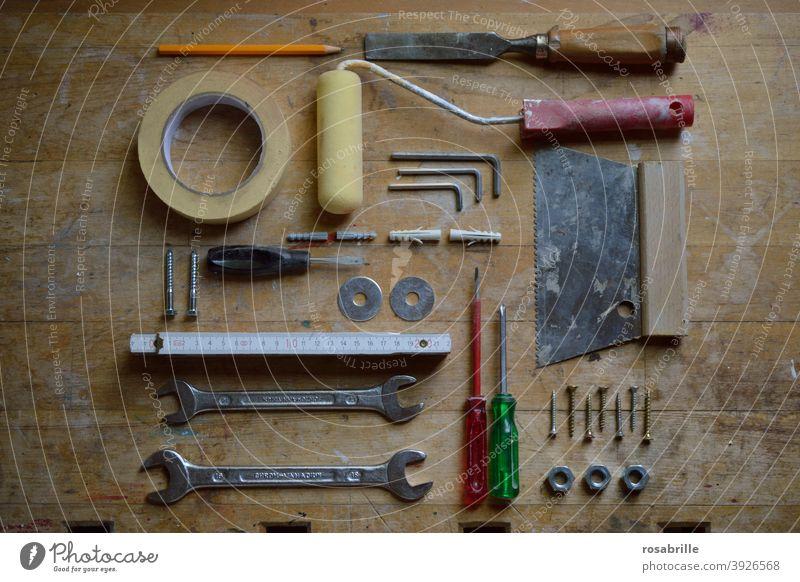 Ordnung im Chaos | Werkzeuge auf der Baustelle Werkbank arbeiten bauen Handwerk Handwerker
