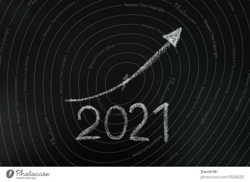 2021 wird besser - Besserung / positiv erfolg Optimismus Neujahr tafel kreide Jahr Aufstieg Bilanz pfeil aufwärts Ziel Verbesserung