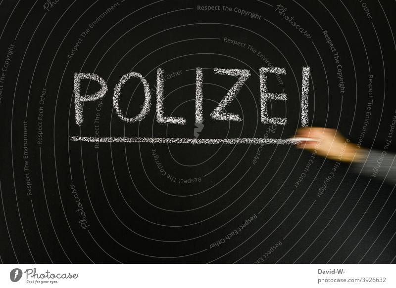 Polizei - Wort unterstrichen Kriminalität Verbrechen Verbot Tafel Kreide Recht Ermittlung Querdenker strafe Warnung Gesetze und Verordnungen Justiz u. Gerichte