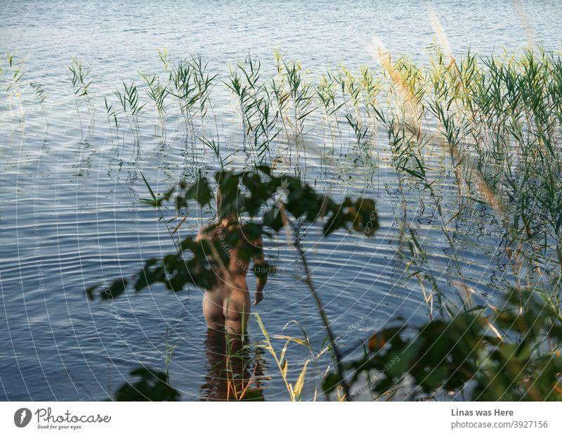Im Sommer ist es am schönsten, wenn es heiß ist und die Sonne scheint. Dann können Sie nackt im perfekt blauen Seewasser schwimmen und die Natur genießen.