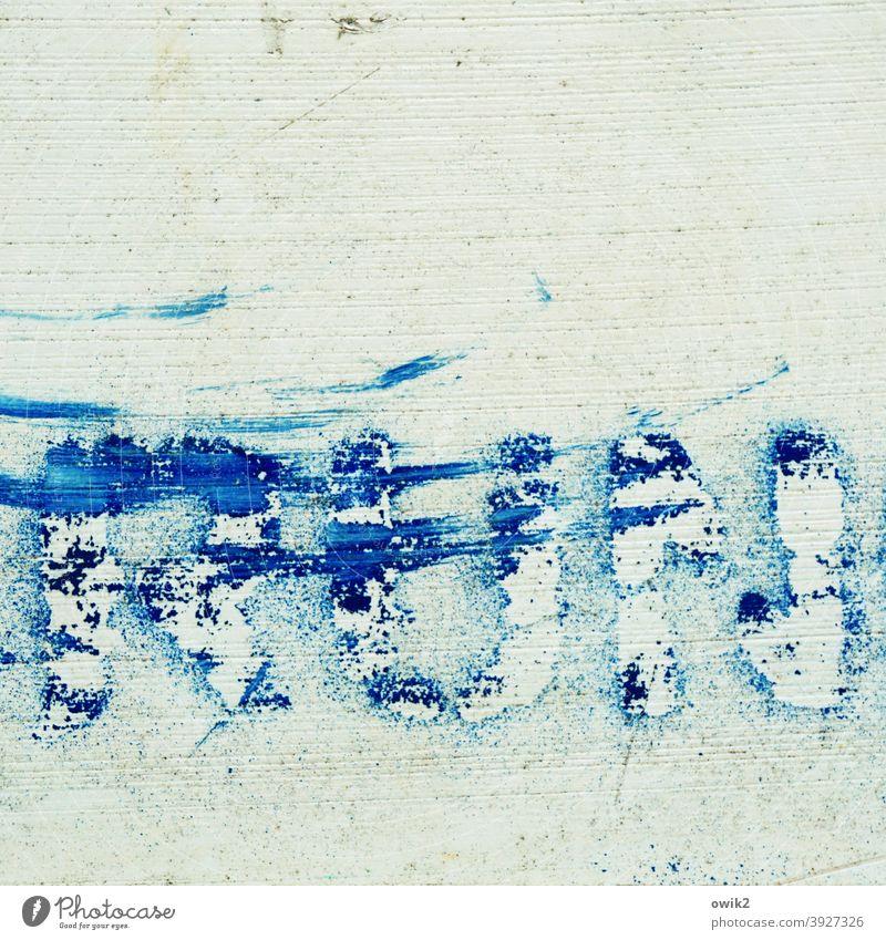 Ruin Buchstaben Wort Typographie alt Kunststoff englisch simpel Blech Wand Fassade Schriftzeichen Zeichen Text Beschriftung Textfreiraum oben verfallen Verfall