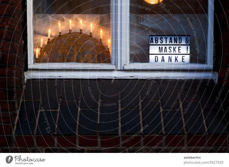 Lichterbogen mit Corona aussage botschaft corona covid covid 19 farbe gesprayt grafitti grafitto illustration kunst maske mauer message nachricht parole politik