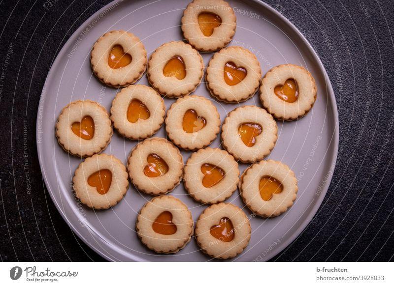 Lieblingskekse mit Marmelade gefüllt. Weihnachtskekse, Kekse mit leckerer Fülle Backwaren süß Plätzchen backen Weihnachtsgebäck Weihnachten & Advent Süßwaren