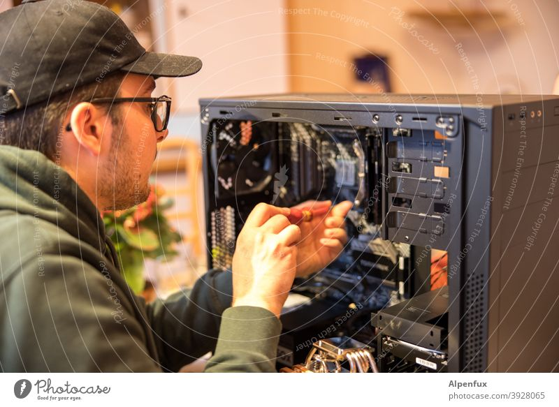 It-Boy Computer Elektrisches Gerät Schreibtisch Technik & Technologie Mikrochip Hardware Platine Elektronik Informationstechnologie Motherboard verbinden Kabel