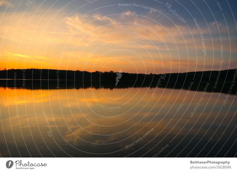 Sonnenuntergang - See - Wald Sonnenlicht Wolken Himmel Seeufer Wasser Reflexion & Spiegelung dunkel Abend atmosphärisch Deutschland Brandenburg Sommer Dämmerung
