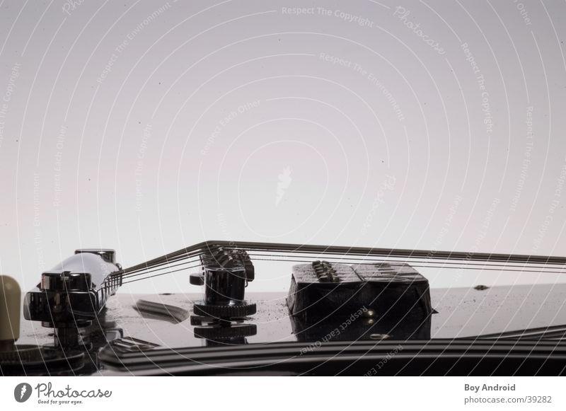 Saitenaufhängung Nahaufnahme schwarz glänzend Elektrisches Gerät Technik & Technologie Gitarre
