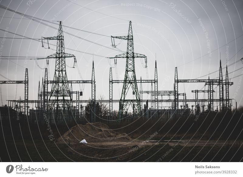 Hochspannungsmast, Hochspannungsmast bewölkten Himmel Hintergrund elektrische Leistung Stromnetz Elektrizitätsversorgungsunternehmen Kraft Energiezentrum