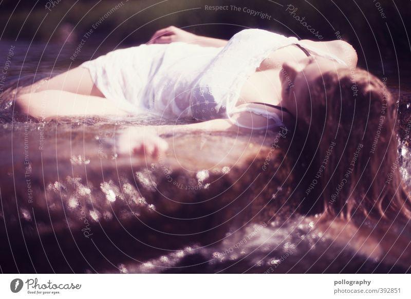 Fundort Dreisam I Mensch feminin Junge Frau Jugendliche Erwachsene Leben Körper 1 18-30 Jahre Natur Wasser Wassertropfen Sommer Schönes Wetter Bach Fluss Kleid