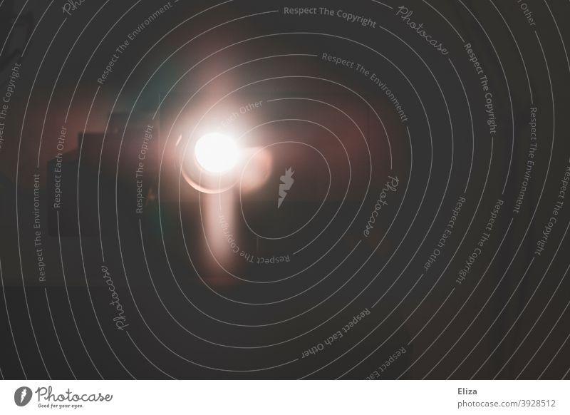 Licht eines Diaprojektors Beamer leuchten Gegenlicht Lichterscheinung Projektor Linse Technik & Technologie