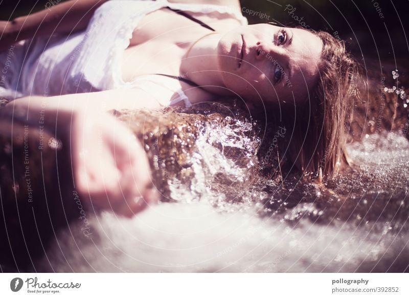 weary III Mensch Frau Jugendliche Wasser Sommer Einsamkeit Junge Frau Erwachsene 18-30 Jahre Leben Tod feminin Traurigkeit Stein Körper Schönes Wetter