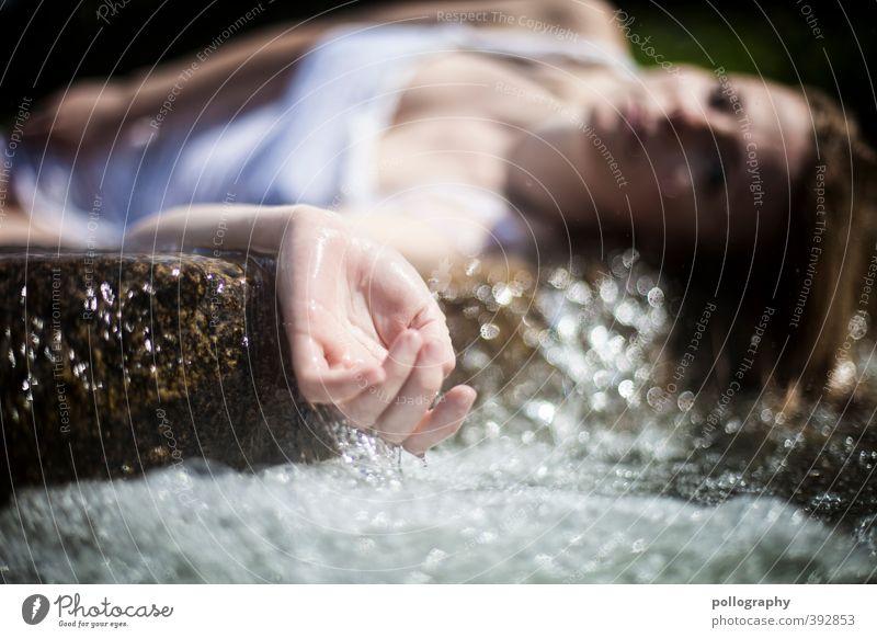 weary V Mensch feminin Junge Frau Jugendliche Erwachsene Leben Körper Hand 1 18-30 Jahre Natur Wasser Wassertropfen Sommer Schönes Wetter Bach Fluss Wasserfall
