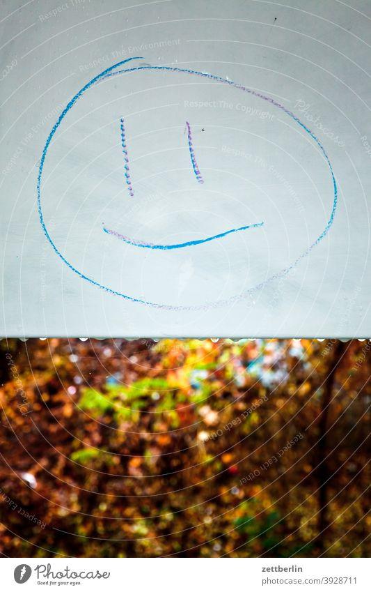 Komma, Komma, Strich, fertig ist das Mondgesicht karikatur illustration piktogramm portrait mondgesicht kinderzeichnung kinderbild schild tafel park blatt