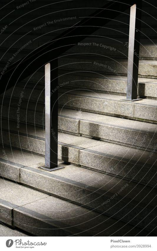 Treppenaufgang in der Nacht Geländer Licht Beleuchtung Treppengeländer aufwärts Architektur Treppenabsatz Licht Schatten