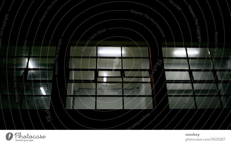 Nassglasfenster Fenster im Innenbereich Architektur Gang leer Licht Glas Gebäude Flur Saal Büro Perspektive Raum Business modern niemand Wandelhalle Parkett