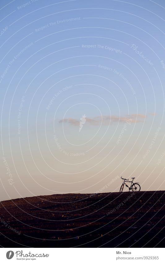 Mountain - Bike Fahrrad Mountainbike Hügel Silhouette Extremsport Sport Fahrradfahren Freizeit & Hobby Schönes Wetter Fitness sportlich Sonnenlicht Natur