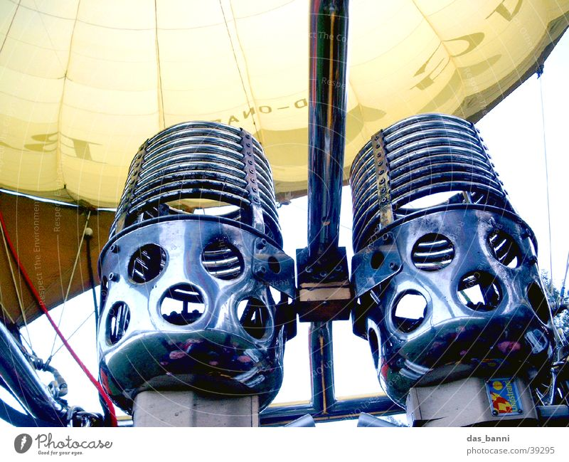 brenner Gasbrenner gelb Flugzeug Wolken Luft Schweben gleiten ruhig Einsamkeit Rauschen Physik heiß glühen Aluminium Eisen kalt grau Korb Ballonkorb Schnur Loch