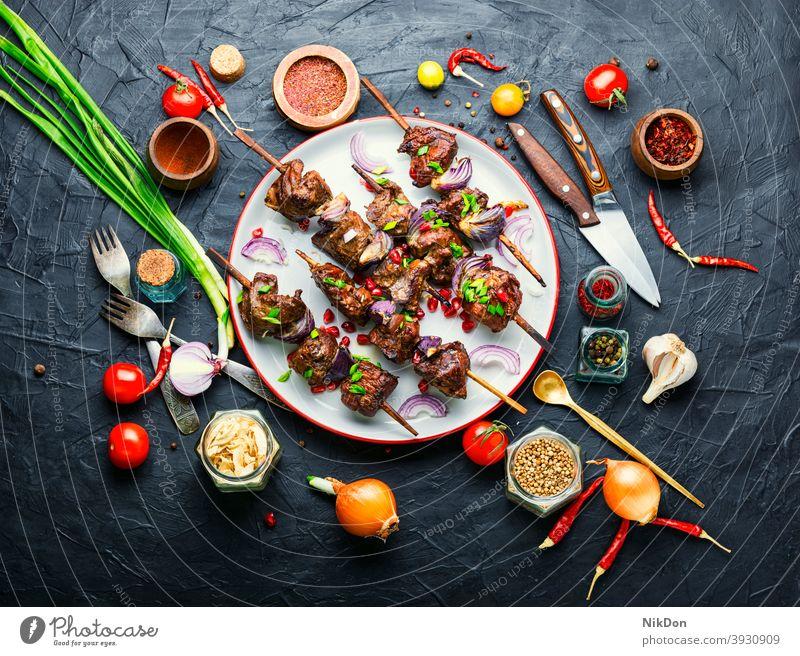 Leckerer Leberspieß Spieß Kebab kabob Fleisch gegrillt Leberkebab Barbecue Grillrost gebratene Leber Fleischspieße Schaschlik Ciger Kebab Lebensmittel grillen