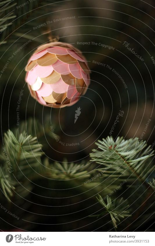 Oh Tannenbaum Nordmanntanne Tannennadel Weihnachtsbaum Weihnachten & Advent Christbaumkugel Christbaumschmuck christbaum rosa gold grün Kugel Heimat