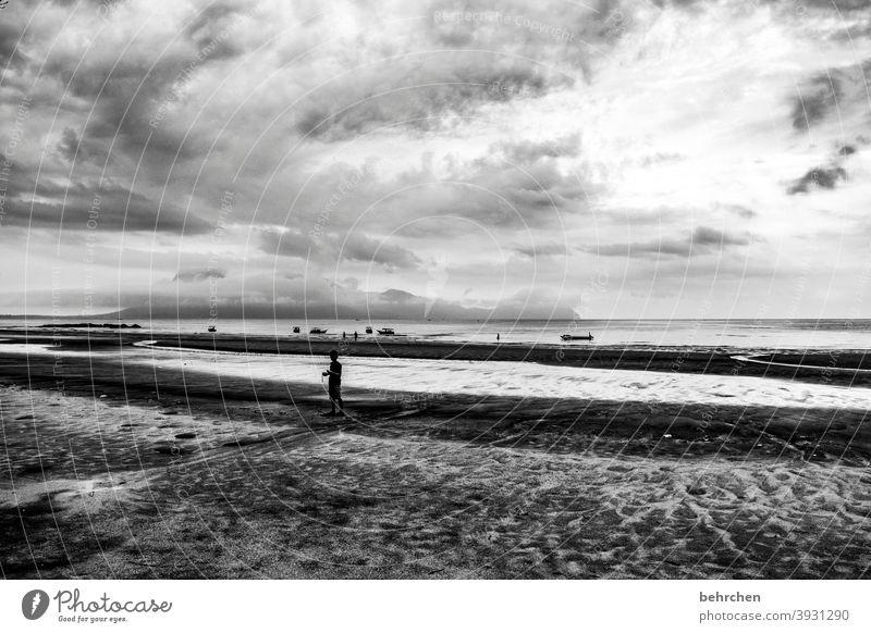 und über mir der himmel... dramatischer himmel Dramatik Kontrast Licht Tag Sand Rinnsal kommen Wasserfahrzeug Sarawak Außenaufnahme Strand Meer