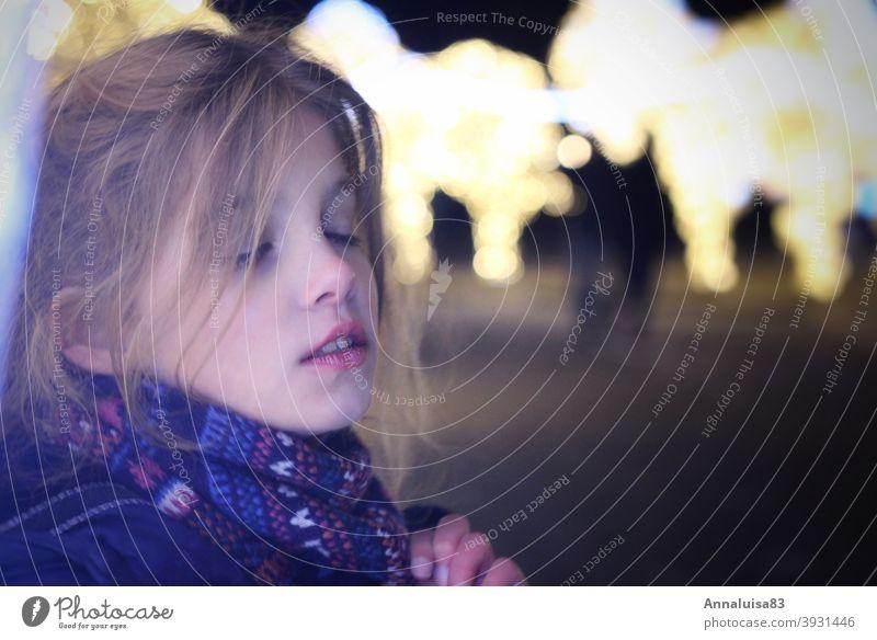 Lichterwelten Weihnachten & Advent funkeln leuchten ruhig Porträt Kind Mädchen Märchenhaft genießen Feste & Feiern festlichkeit schön Winter Gesicht winterjacke